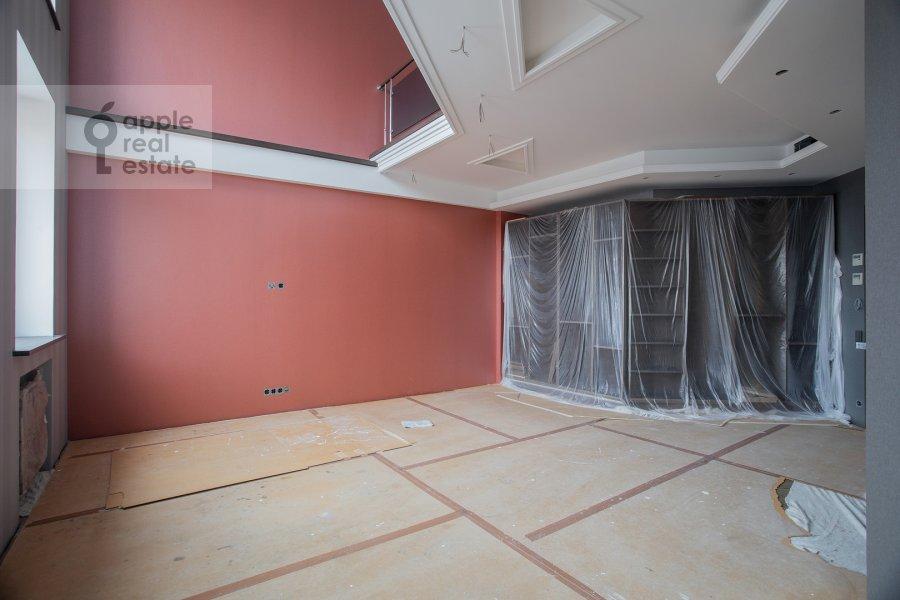 Living room of the 5-room apartment at Universitetskiy prospekt 16