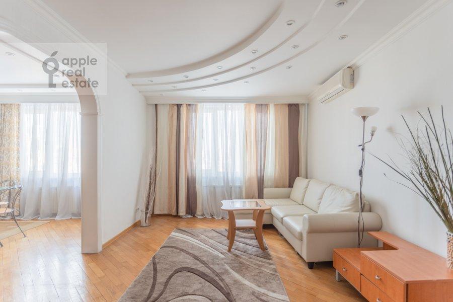 Гостиная в 3-комнатной квартире по адресу Сергея Макеева ул. 1