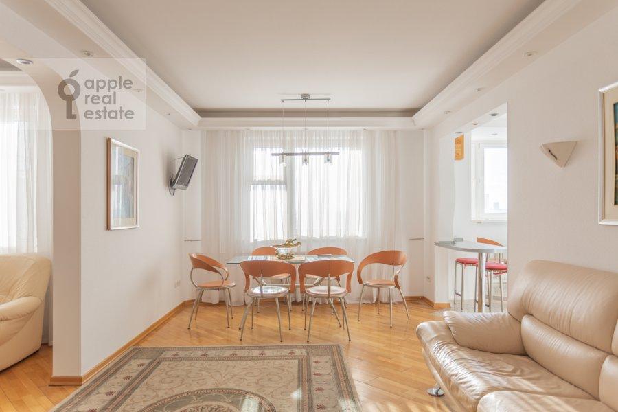 Living room of the 5-room apartment at Sergeya Makeeva ul. 1