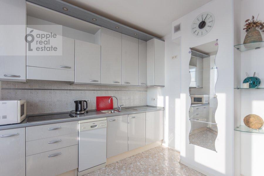 Kitchen of the 5-room apartment at Sergeya Makeeva ul. 1