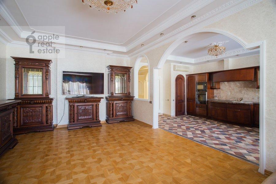 Living room of the 4-room apartment at Filippovskiy pereulok 8