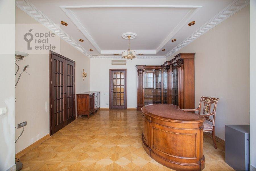 Children's room / Cabinet of the 4-room apartment at Filippovskiy pereulok 8