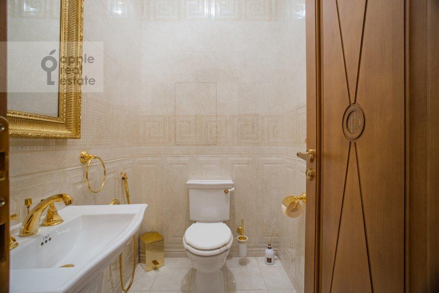 Bathroom of the 2-room apartment at Malyy Kakovinskiy pereulok 6S1
