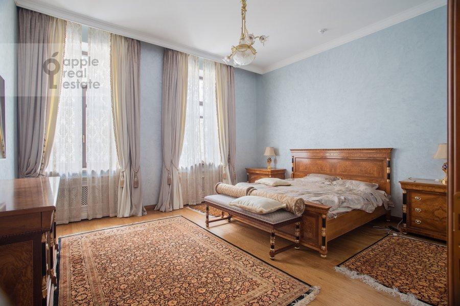 Bedroom of the 2-room apartment at Malyy Kakovinskiy pereulok 6S1