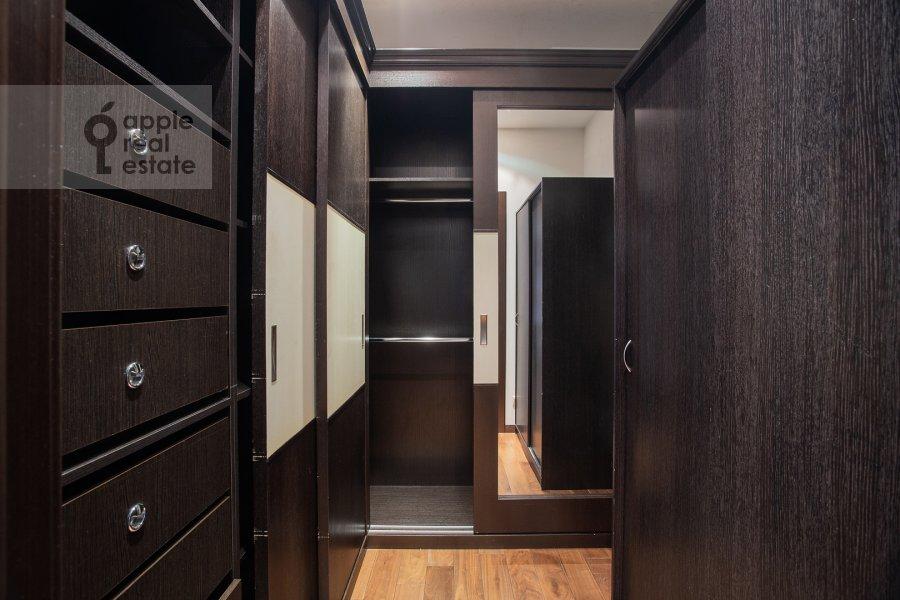 Гардеробная комната / Постирочная комната / Кладовая комната в 3-комнатной квартире по адресу Мичуринский проспект 16