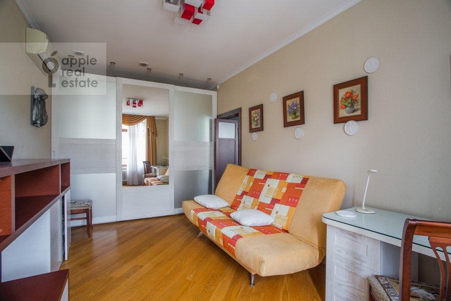 Children's room / Cabinet of the 3-room apartment at Klimentovskiy pereulok 2
