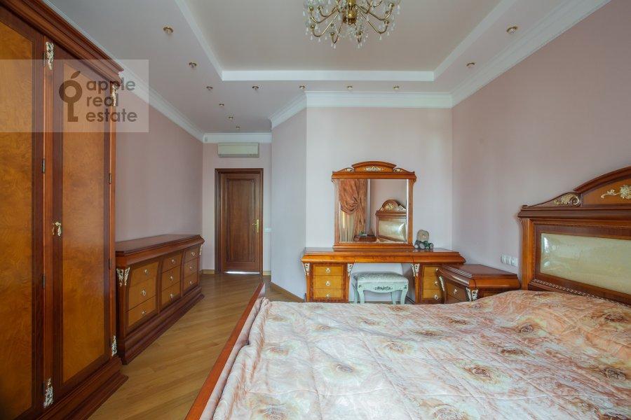 Bedroom of the 3-room apartment at Klimentovskiy pereulok 2