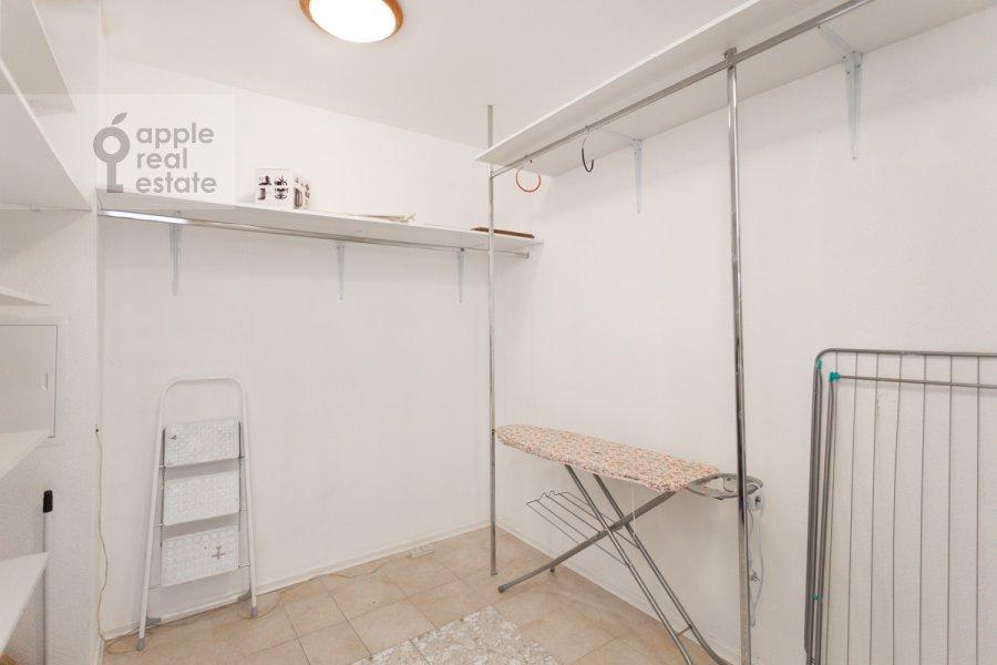 Walk-in closet / Laundry room / Storage room of the 4-room apartment at Sergeya Makeeva ul. 1