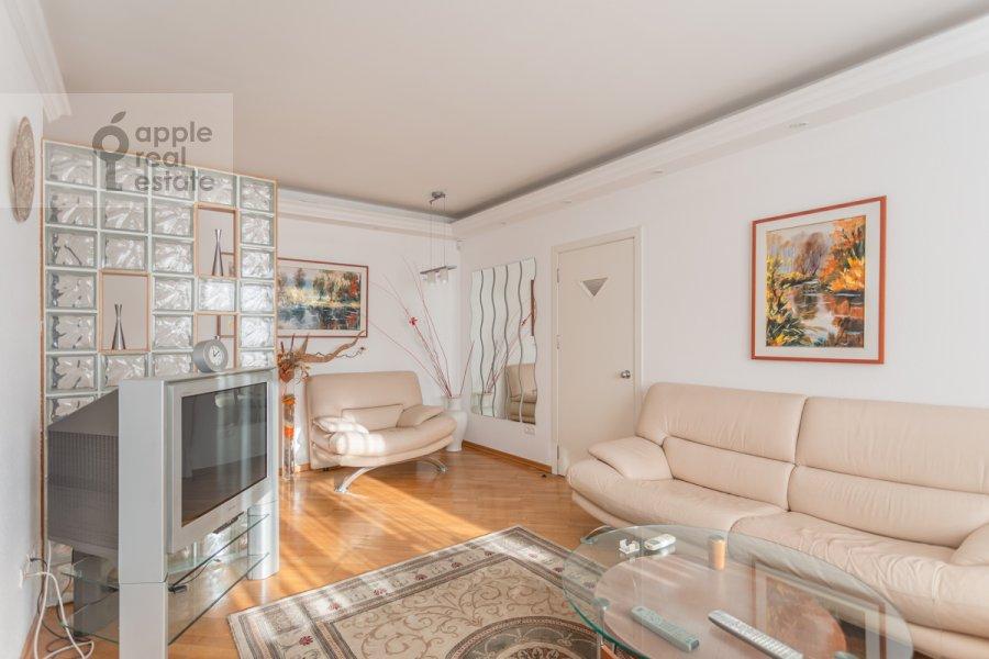 Living room of the 4-room apartment at Sergeya Makeeva ul. 1
