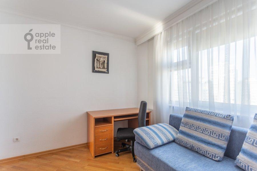 Детская комната / Кабинет в 4-комнатной квартире по адресу Сергея Макеева ул. 1