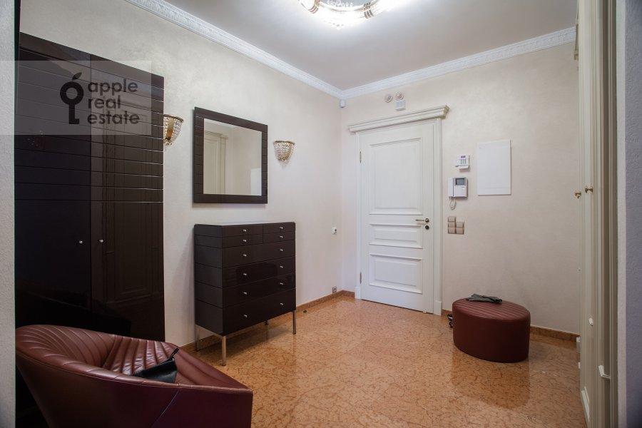 Corridor of the 3-room apartment at Zvenigorodskaya ulitsa 8k1