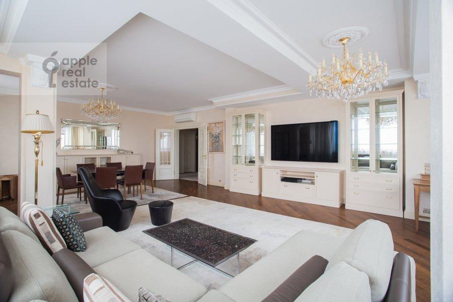 Living room of the 3-room apartment at Zvenigorodskaya ulitsa 8k1