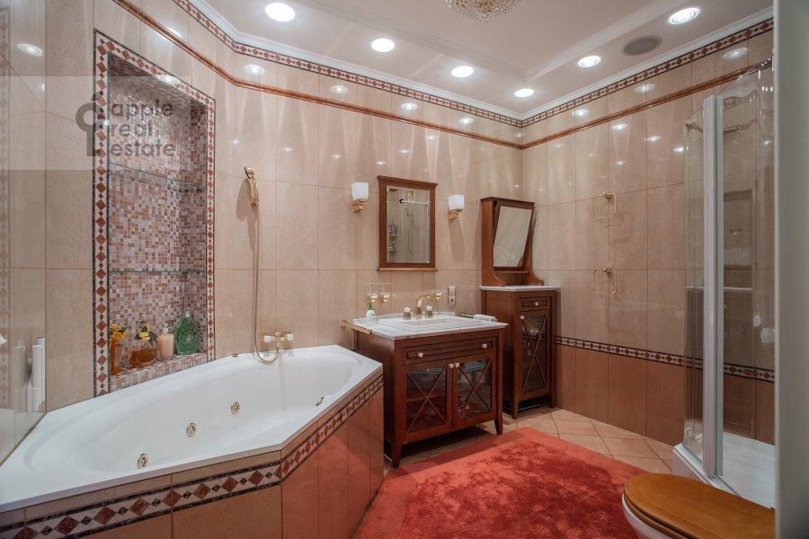 Bathroom of the 3-room apartment at Zvenigorodskaya ulitsa 8k1