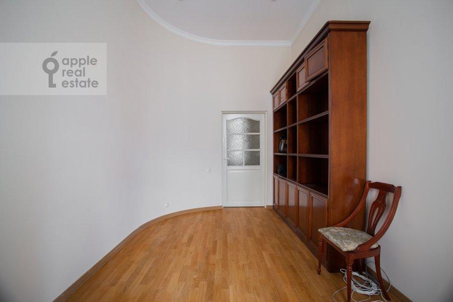 Детская комната / Кабинет в 5-комнатной квартире по адресу Жуковского ул. 2