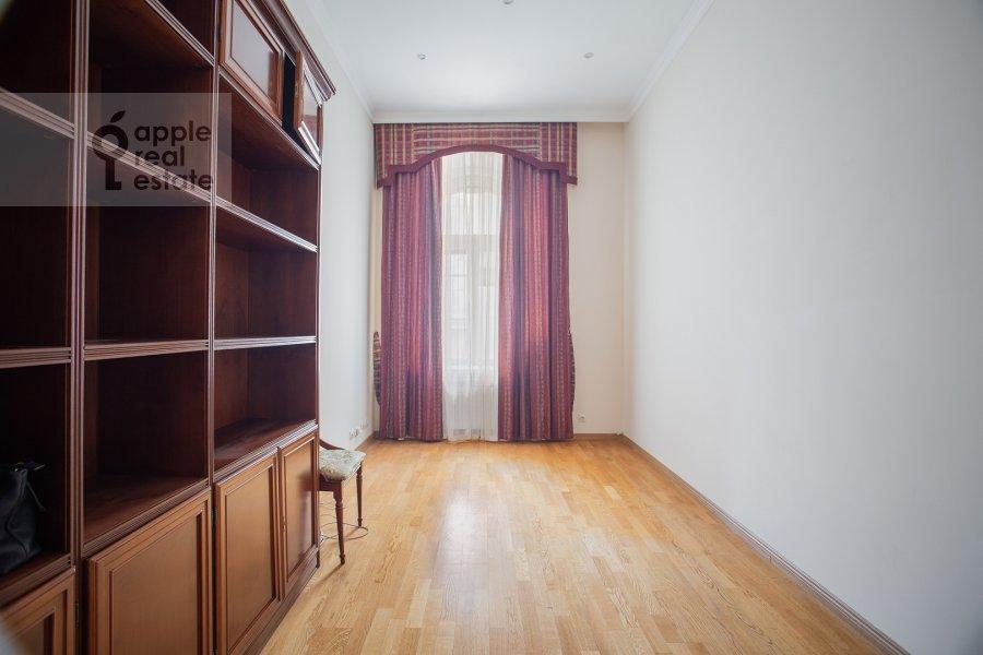 Children's room / Cabinet of the 5-room apartment at Zhukovskogo ul. 2