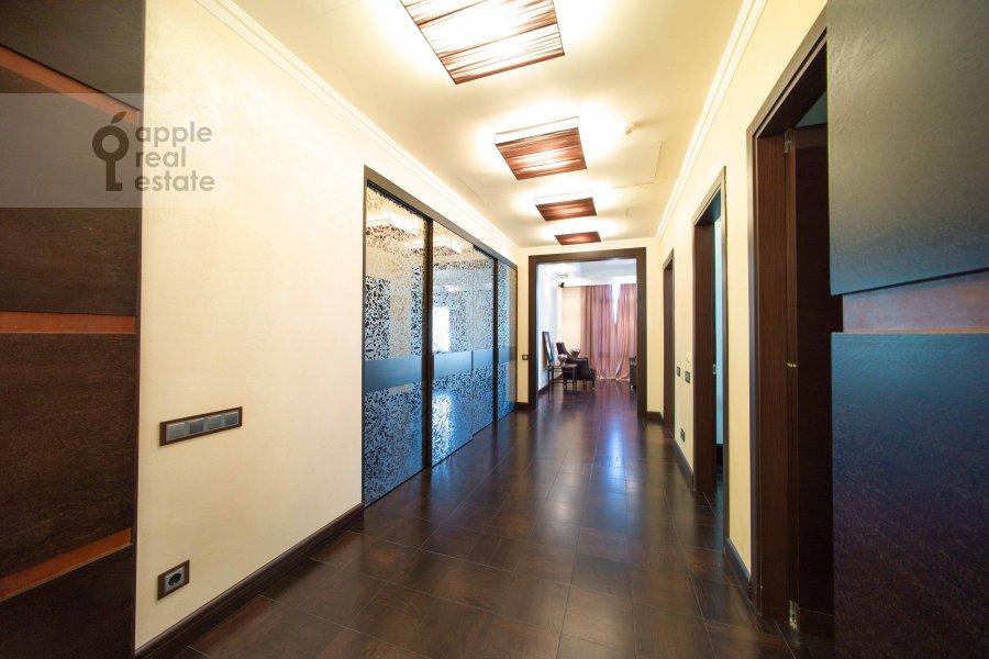Corridor of the 5-room apartment at Skatertnyy pereulok 18