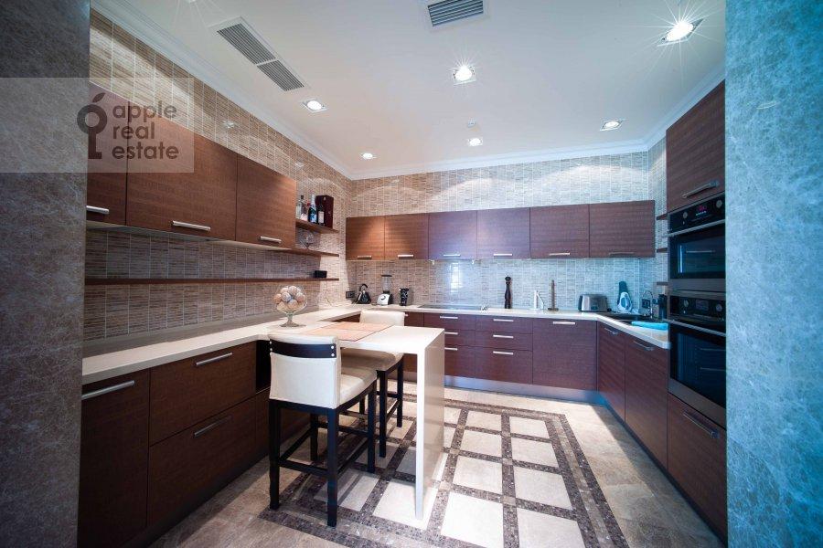 Кухня в 5-комнатной квартире по адресу Скатертный переулок 18