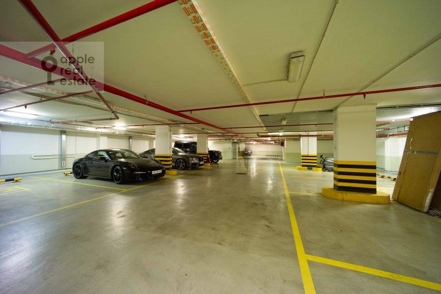 Подземный паркинг 5-комнатной квартиры по адресу Скатертный переулок 18