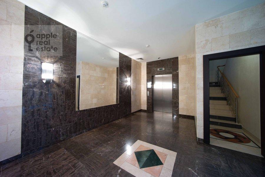 Подъезд 5-комнатной квартиры по адресу Скатертный переулок 18
