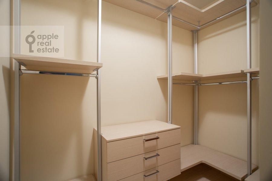 Гардеробная комната / Постирочная комната / Кладовая комната в 3-комнатной квартире по адресу Даев пер. 33