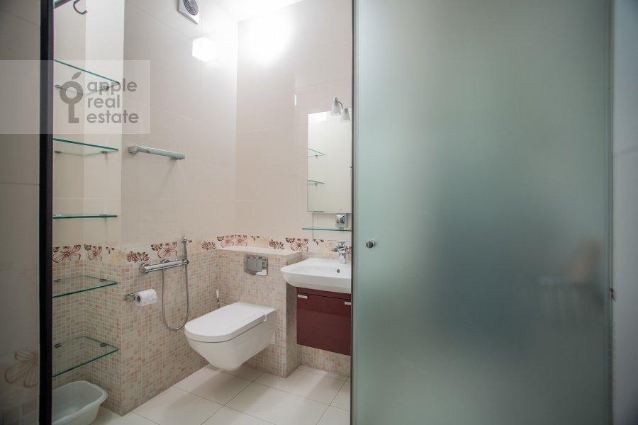 Санузел в 3-комнатной квартире по адресу Даев пер. 33