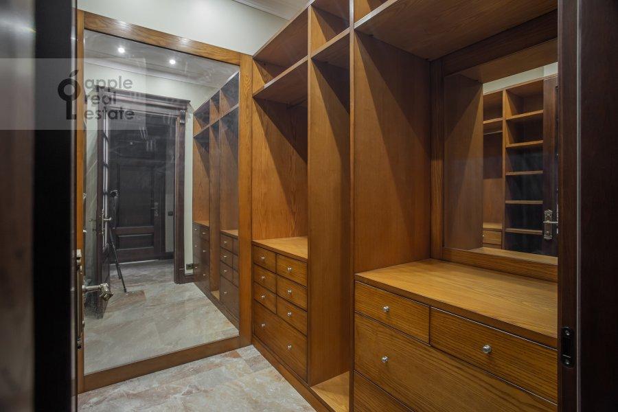 Walk-in closet / Laundry room / Storage room of the 3-room apartment at Milyutinskiy pereulok 3