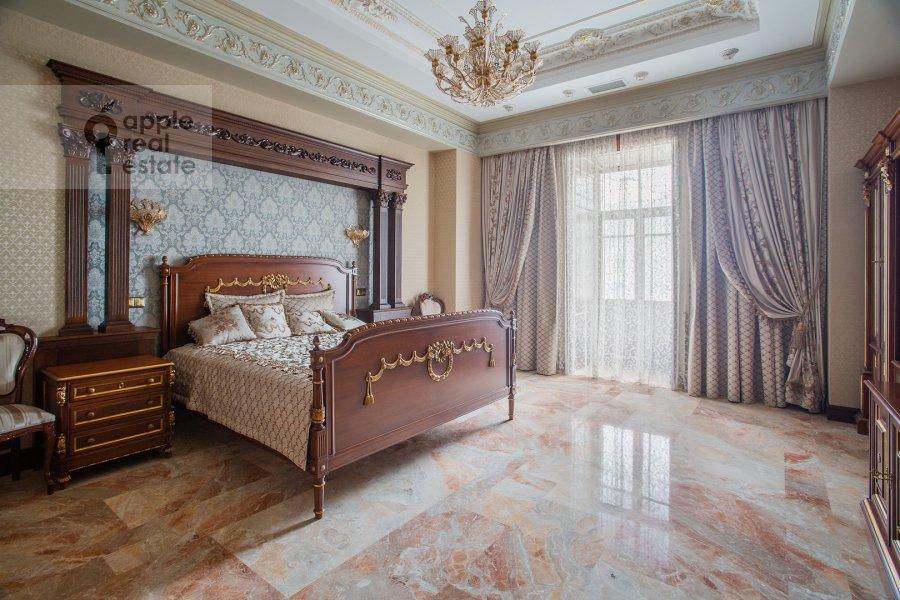 Bedroom of the 3-room apartment at Milyutinskiy pereulok 3