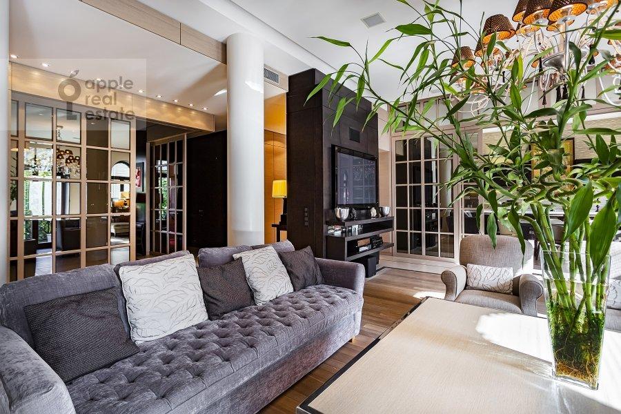 Гостиная в 5-комнатной квартире по адресу Хлебный переулок 26
