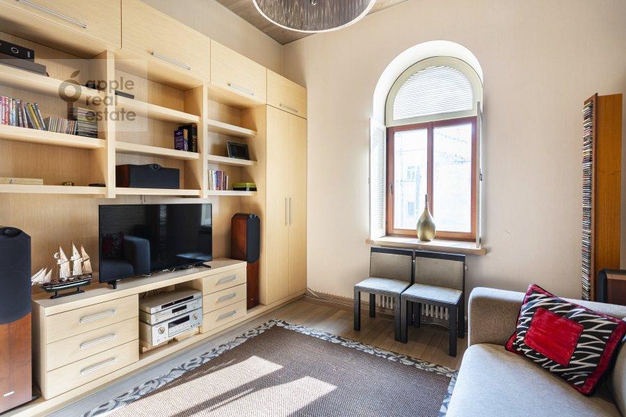 Детская комната / Кабинет в 5-комнатной квартире по адресу Хлебный переулок 26