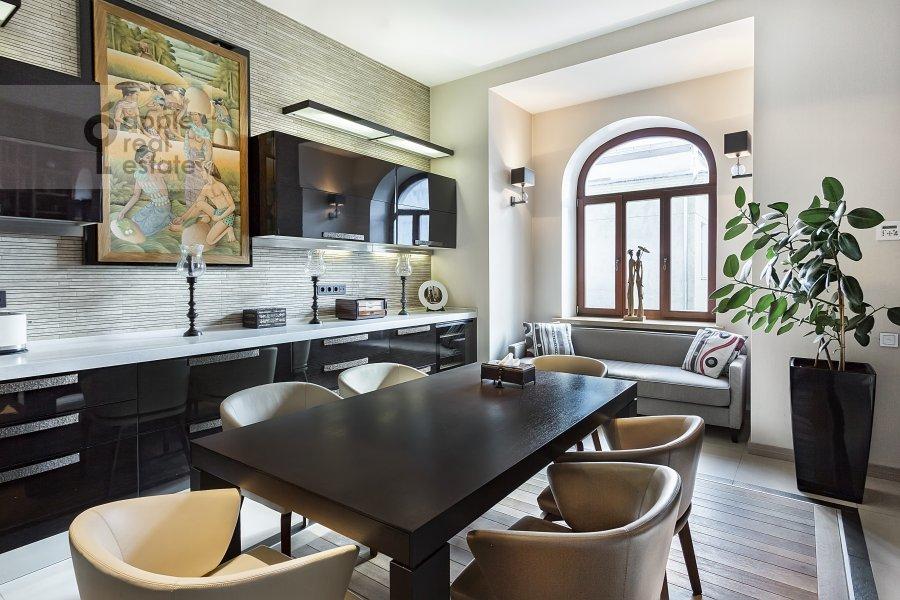 Кухня в 5-комнатной квартире по адресу Хлебный переулок 26