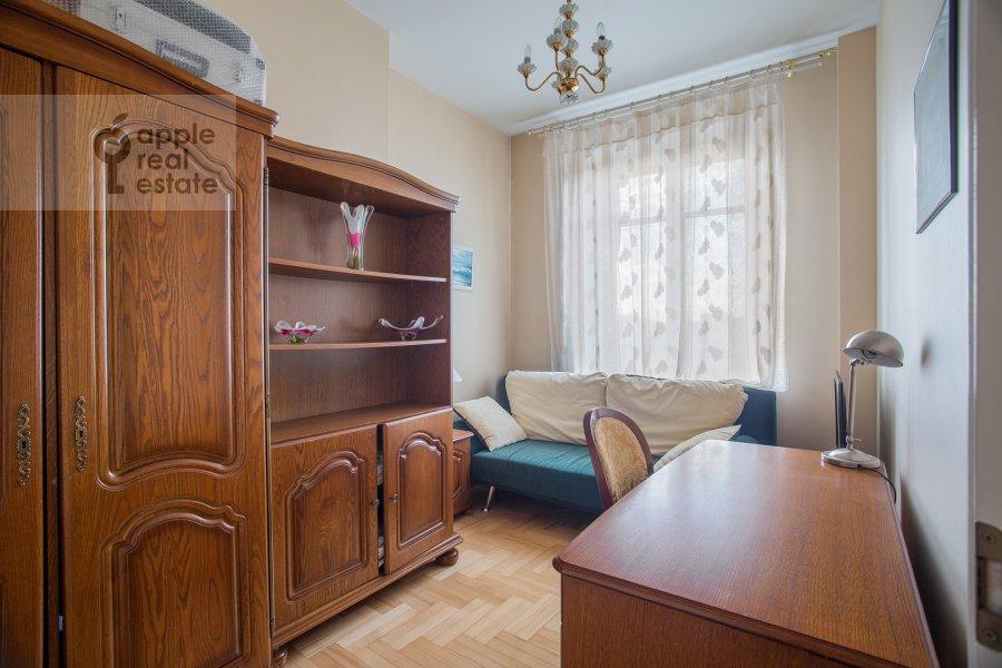 Children's room / Cabinet of the 3-room apartment at Tverskaya ul. 27s2