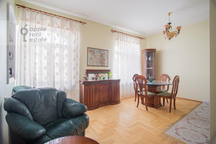 Living room of the 3-room apartment at Tverskaya ul. 27s2