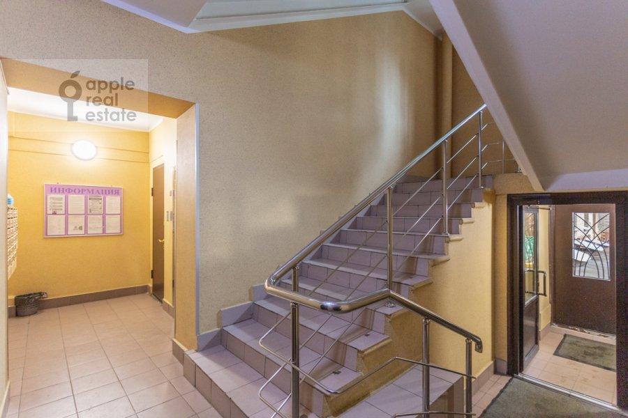 Подъезд 3-комнатной квартиры по адресу Фрунзенская набережная 28