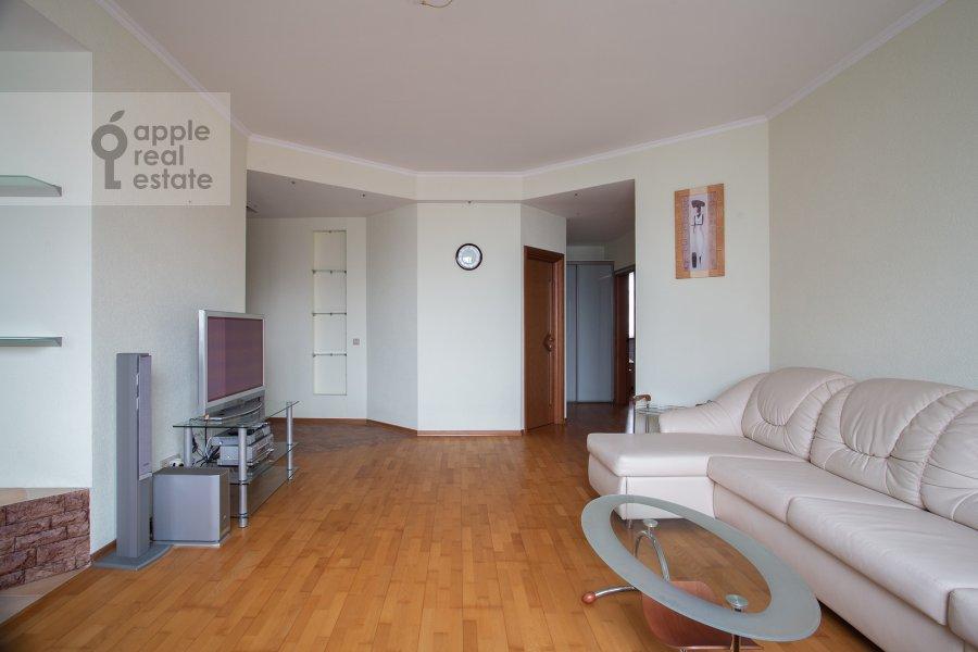 Гостиная в 3-комнатной квартире по адресу Академика Анохина 4к2
