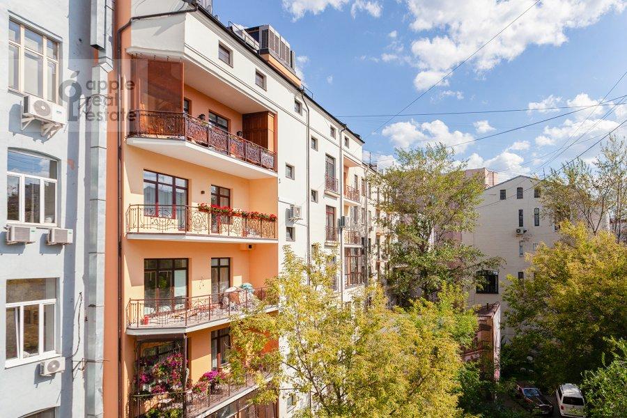 Вид из окна в 3-комнатной квартире по адресу Арбат 29