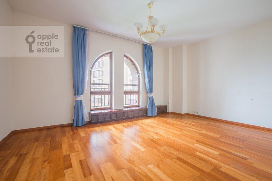 Bedroom of the 5-room apartment at Arbat Novyy ul. 29