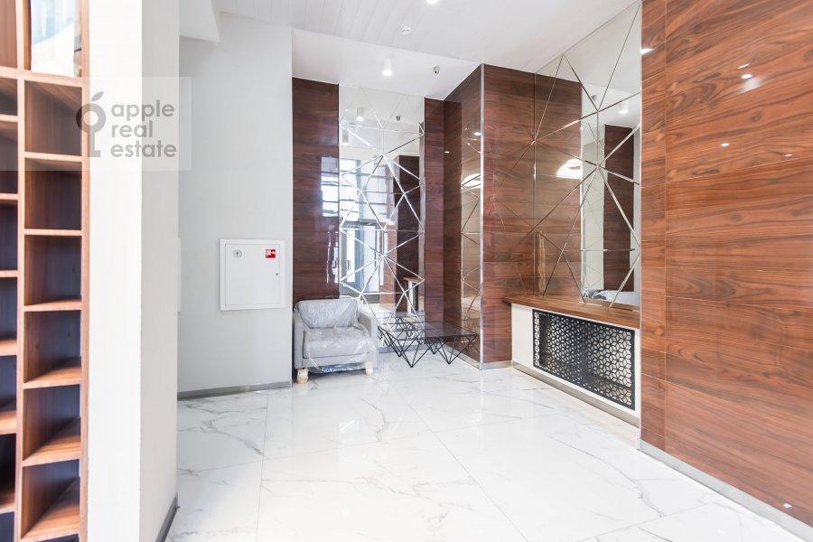 Подъезд 2-комнатной квартиры по адресу Красногвардейский бульвар 15с2