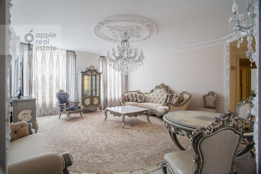 Living room of the 3-room apartment at Malaya Filevskaya ulitsa 40k1