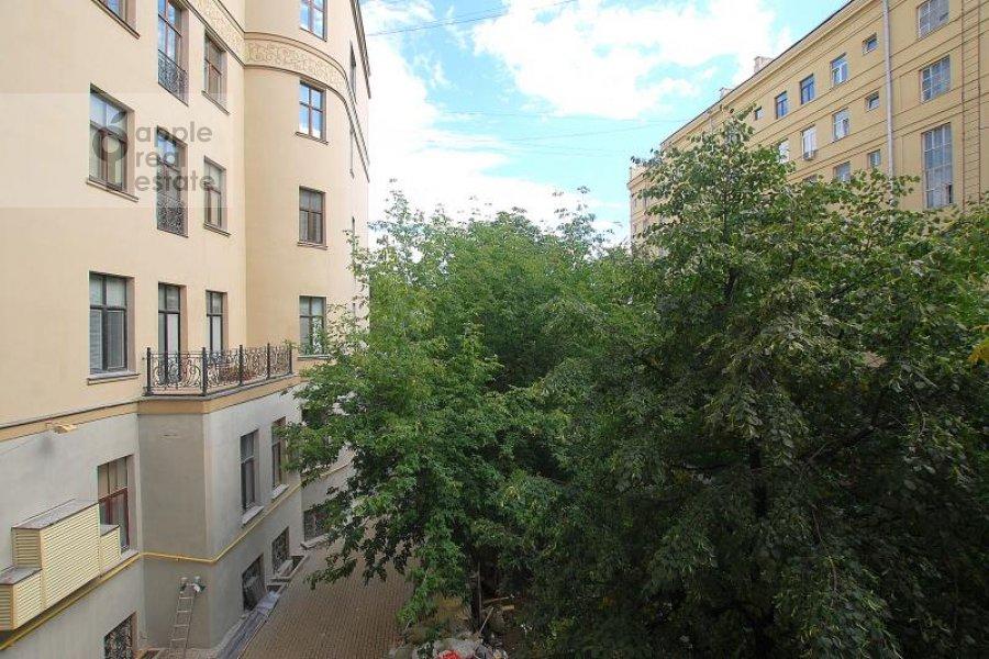 Вид из окна в 5-комнатной квартире по адресу Пречистенка ул. 27