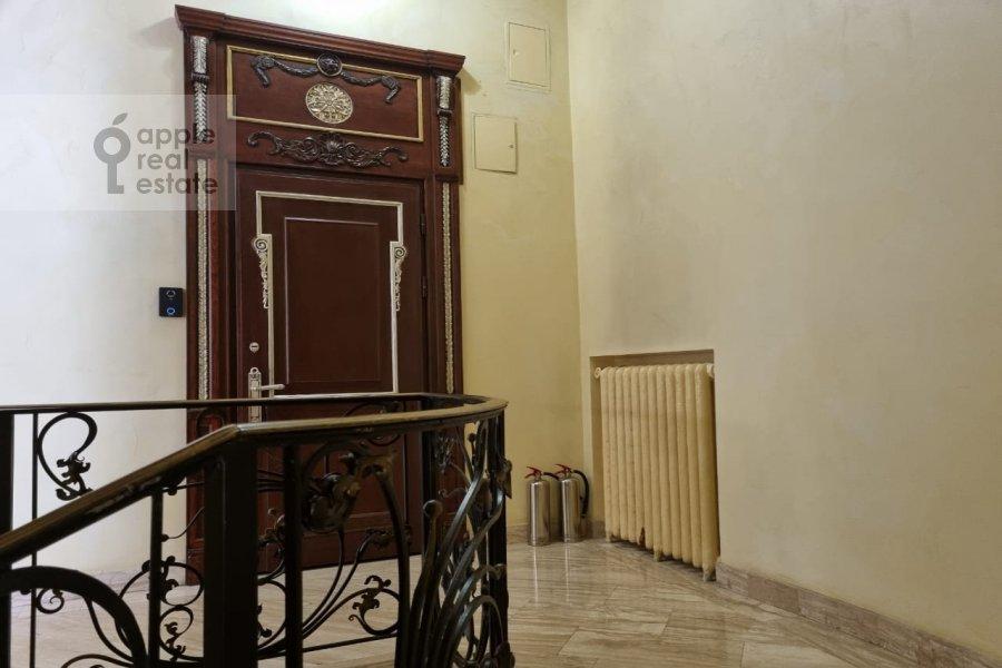 Подъезд 5-комнатной квартиры по адресу Пречистенка ул. 27