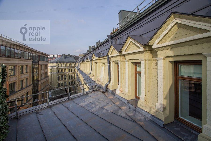 Вид из окна в 2-комнатной квартире по адресу Никольская ул. 10/2c2б