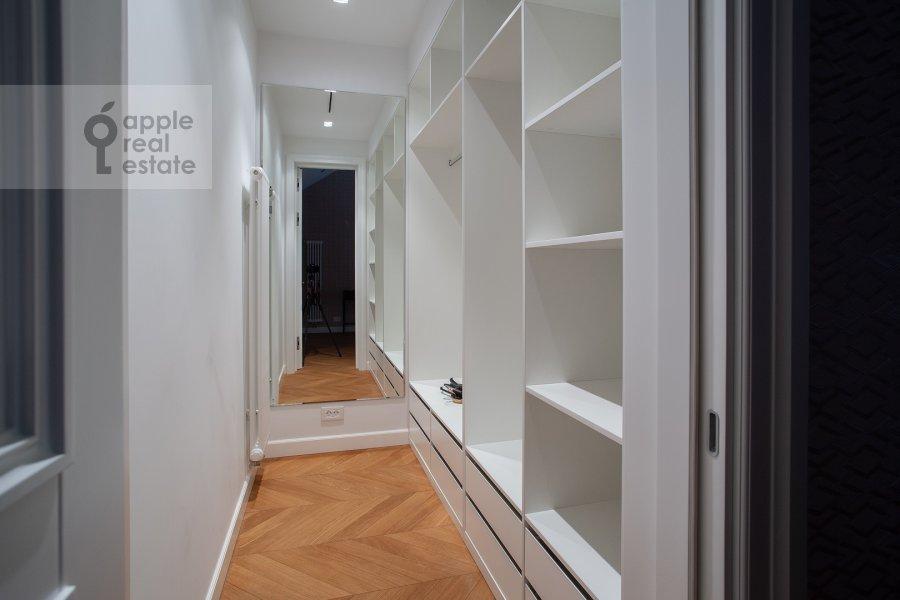 Гардеробная комната / Постирочная комната / Кладовая комната в 2-комнатной квартире по адресу Никольская ул. 10/2c2б