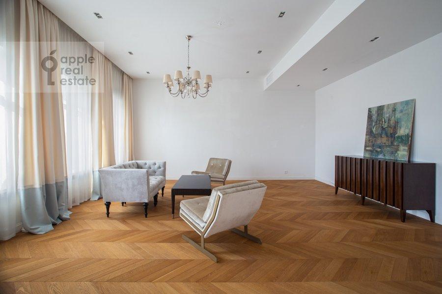 Гостиная в 2-комнатной квартире по адресу Никольская ул. 10/2c2б