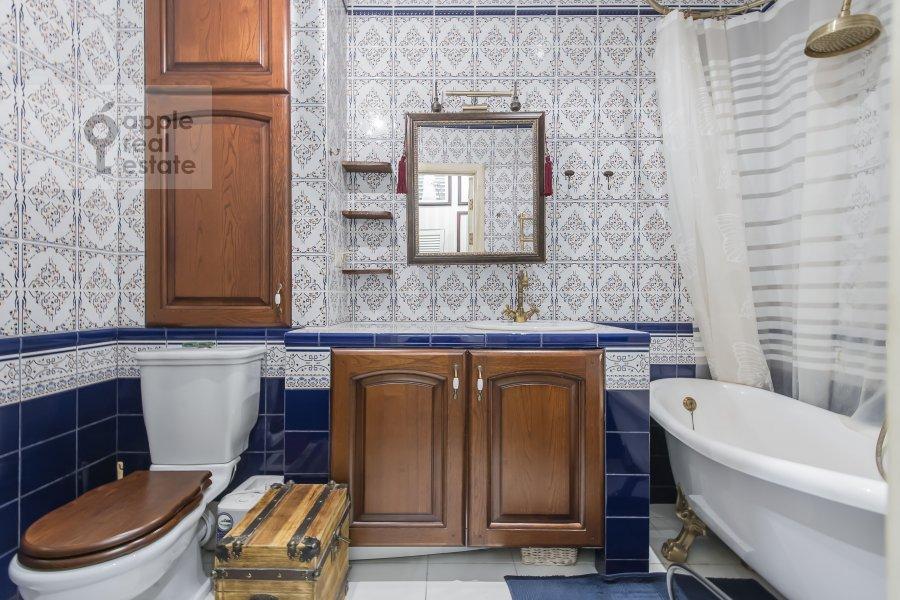 Bathroom of the 2-room apartment at prospekt Mira 124k19