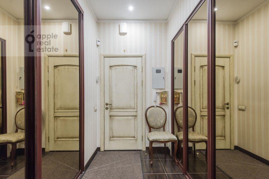 Corridor of the 2-room apartment at prospekt Mira 124k19