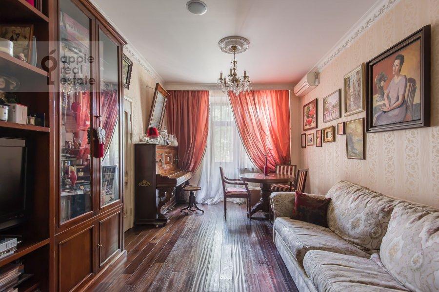 Living room of the 2-room apartment at prospekt Mira 124k19