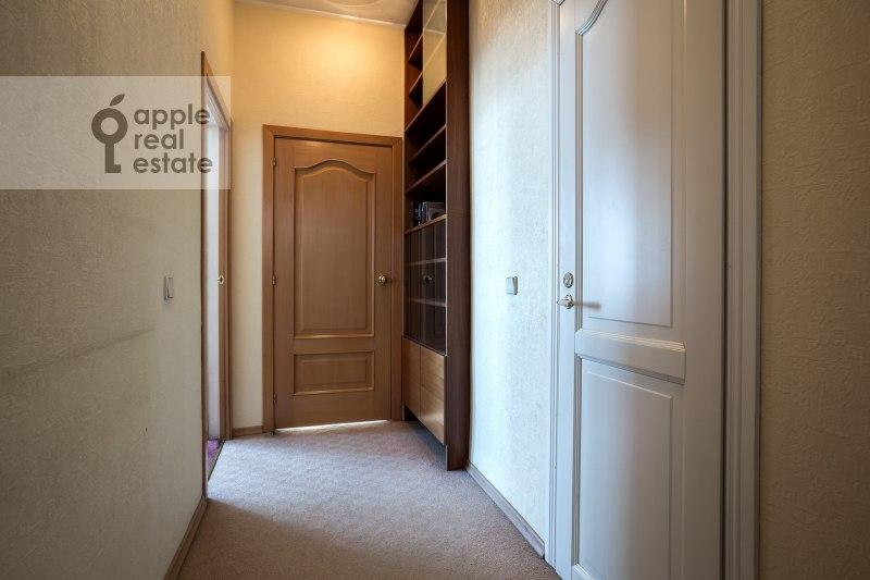 Коридор в 3-комнатной квартире по адресу Спиридоновка ул. 12