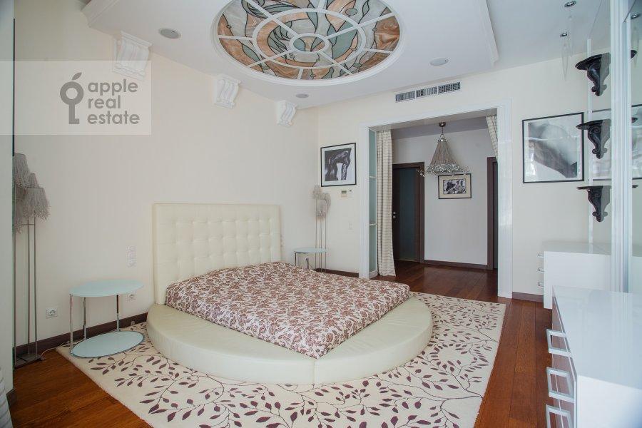 Спальня в 3-комнатной квартире по адресу Новопесковский Малый пер. 8