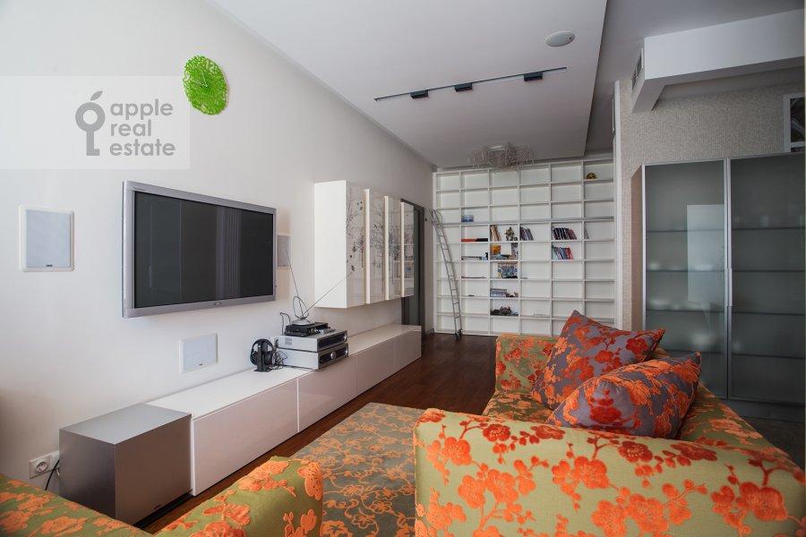 Гостиная в 3-комнатной квартире по адресу Новопесковский Малый пер. 8