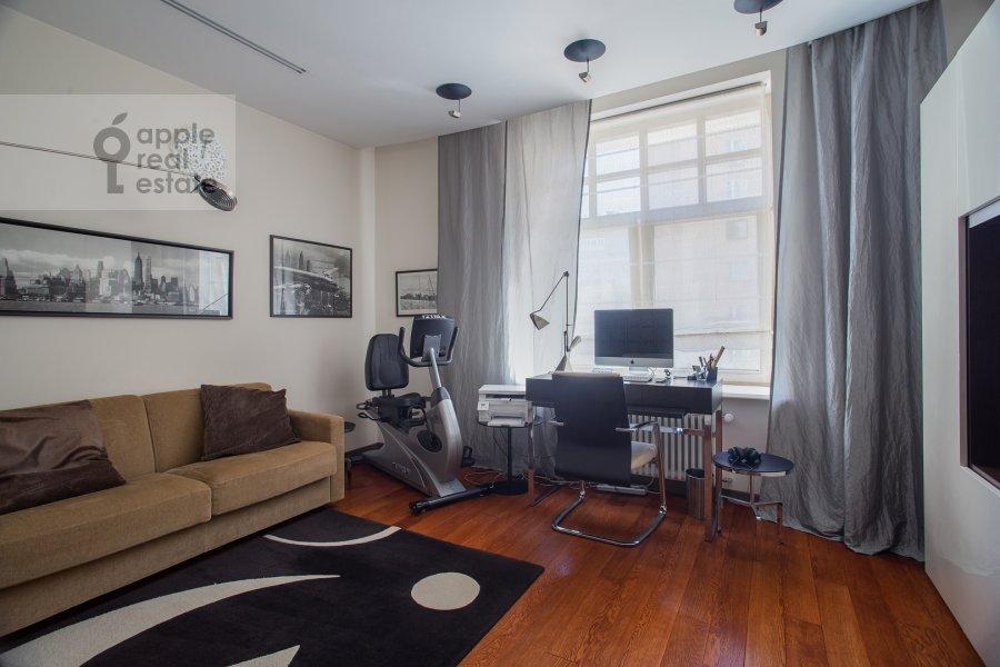 Детская комната / Кабинет в 3-комнатной квартире по адресу Новопесковский Малый пер. 8